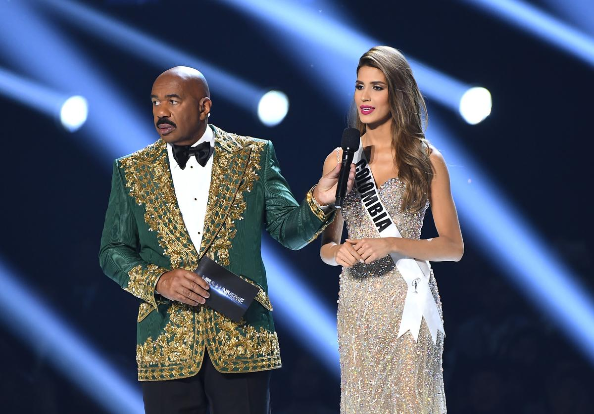 Steve Harvey interviews Miss Colombia Gabriela Tafur Nader