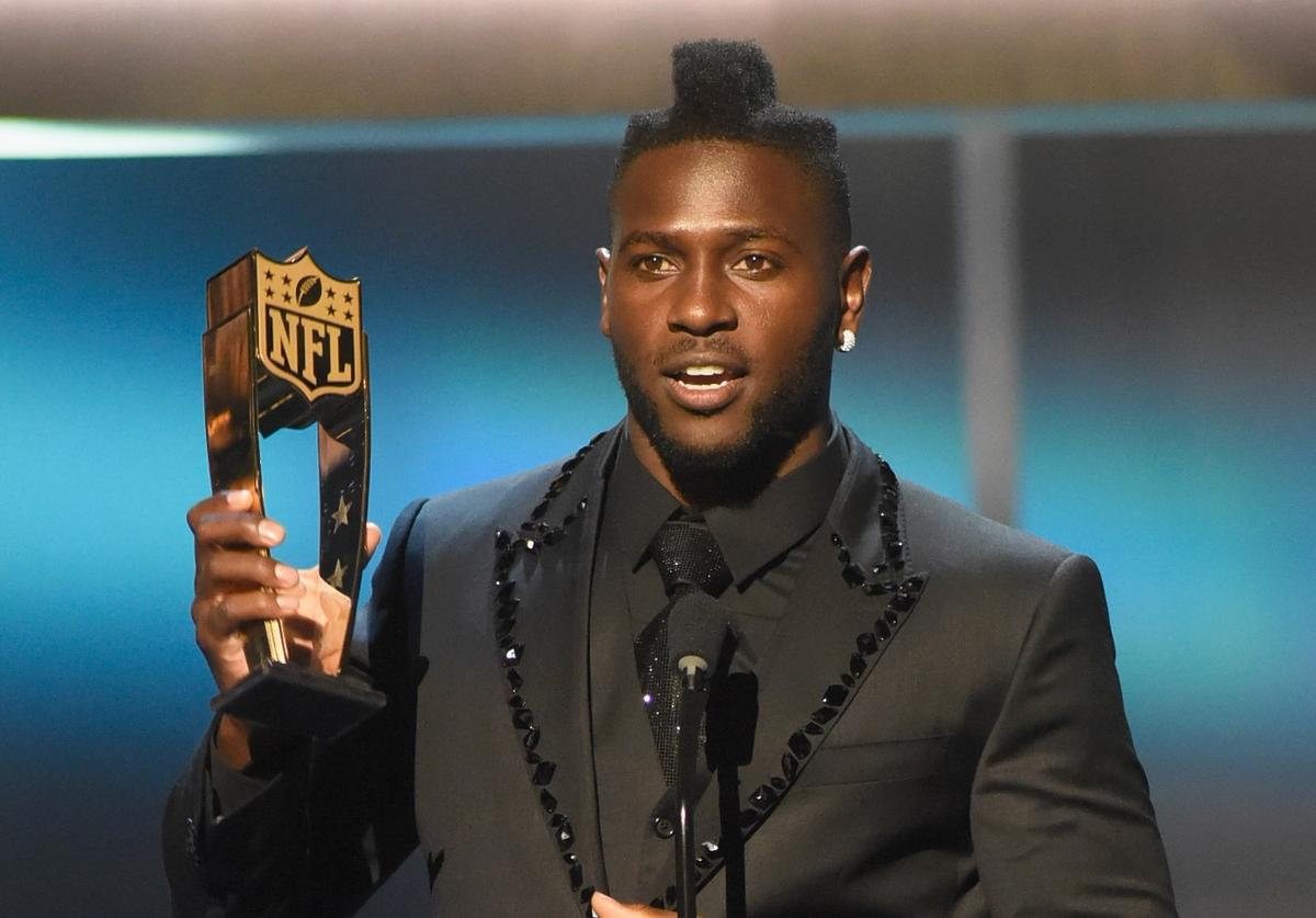 NFL player Antonio Brown of the Pittsburgh Steelers accepts the NFL.com fantasy player of the year award presented by SAP onstage during the 5th Annual NFL Honors at Bill Graham Civic Auditorium on February 6, 2016 in San Francisco, California.