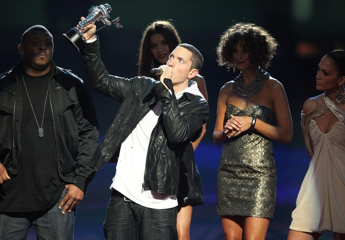 Eminem accepts an award from singer Jennifer Lopez onstage during the 2009 MTV Video Music Awards at Radio City Music Hall on September 13, 2009 in New York City