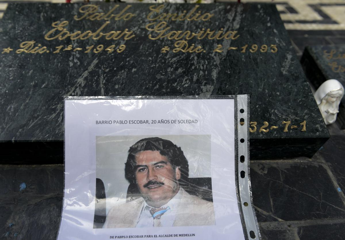 Colombian drug lord Pablo Escobar is seen over his tomb (Nov. 2013)