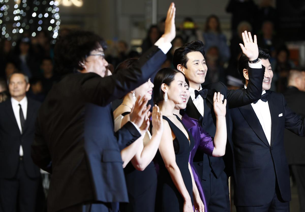"""Bong Joon-Ho, Choi Woo-sik, Park So-Dam, Cho Yeo-Jeong, Lee Jung-Eun, Lee Sun-Kyun and Kang-Ho Song attend the screening of """"Parasite"""" during the 72nd annual Cannes Film Festival (May 2019)"""