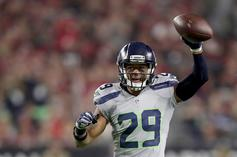 Earl Thomas Givse Seahawks Sideline The Middle Finger As He's Carted Off Field