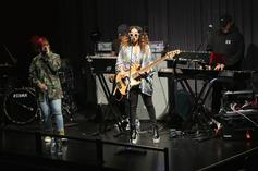 """H.E.R. Performs Sweet Rendition Of Her Love Ballad """"Fate"""""""