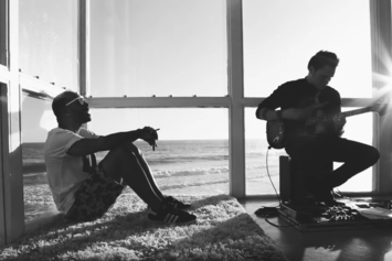 """Eric Bellinger """"Treat Yourself (Live Acoustic)"""" Video"""