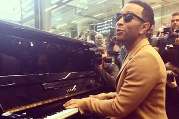 John Legend Performs Impromptu Medley At London Train Station
