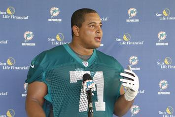 Ex-Dolphins OL Jonathan Martin's Cryptic Gun Photo Forces HS To Shut Down