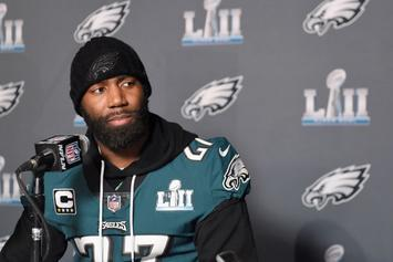 Eagles' Malcolm Jenkins Uses Signs, Not Words, To Deliver Message