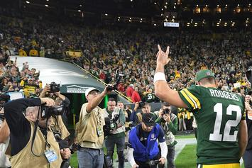 """Aaron Rodgers Cleared To Practice But Still """"Iffy"""" For Sunday's Game"""
