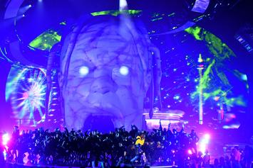 """Travis Scott's """"Astroworld"""" Tour Will Transport You To A Fanciful Fantasy Land"""