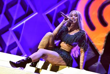 """Cardi B's Living Her Best Single Life; Proves She Was """"Born To Flex"""""""