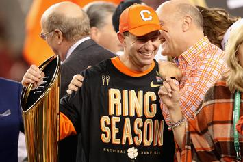"Dabo Swinney Wins ""Coach Of The Year"" Honors"