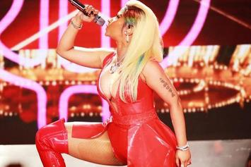 """Nicki Minaj Shows Off Her Booty On Tour: """"Guess Them Ass Shots Wore Off"""""""