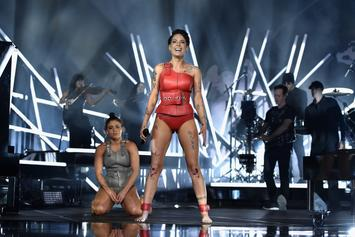 """Halsey Hits The Stage For Emotional Performance Of """"Without Me"""" At Billboard Awards"""