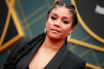 Tiffany Haddish Dodges Airport Paparazzi By Wearing Virtual Reality Headset