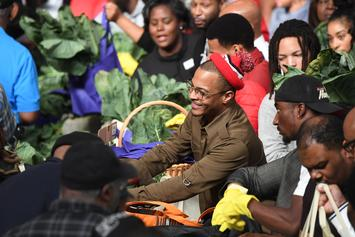 """T.I. Hands Out Thanksgiving Turkeys Following """"Red Table Talk"""" Interview"""