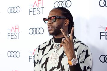 2 Chainz Has Impromptu Pull-Up Workout On Busy NYC Street