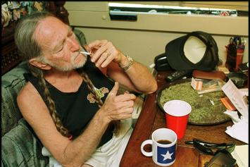 """Willie Nelson Stops Smoking Weed After It Nearly """"Killed"""" Him"""