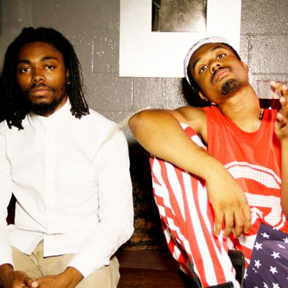 Photo  EarthGang