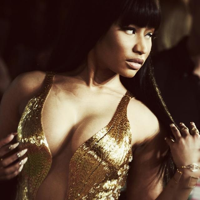 Nicki Minaj in a gold bustier at the 2015 MTV VMAs