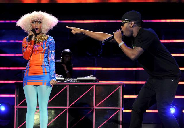 Nicki Minaj performing w Safaree on stage for VH1