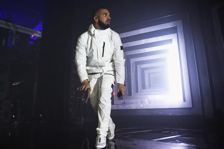 Drake Calls Out Fan For Groping Women At Sydney Show 67670d25db16