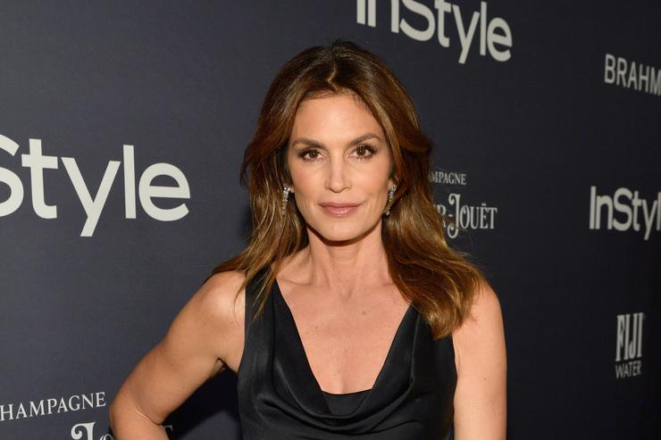 Cindy Crawford Recreates Her Iconic Super Bowl Ad 26 Years Later
