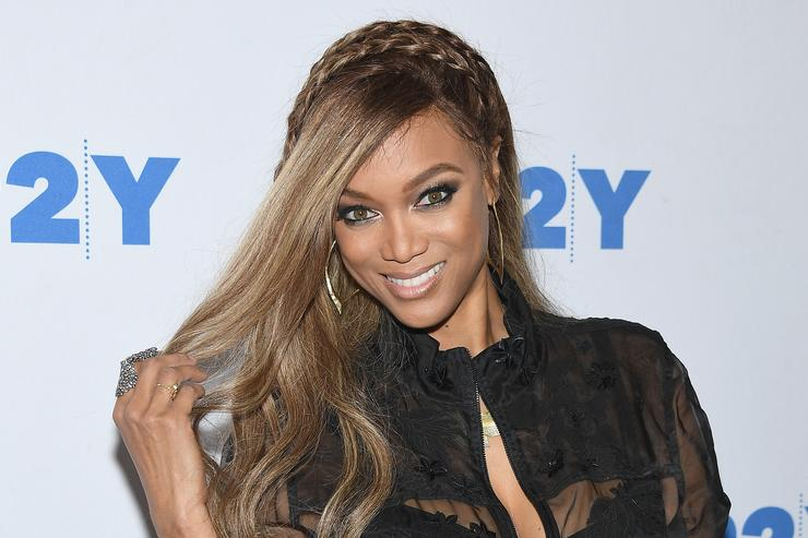 Tyra Banks Tells 2 Chainz She's Solo & Needs Another String While Eating Hot Wings
