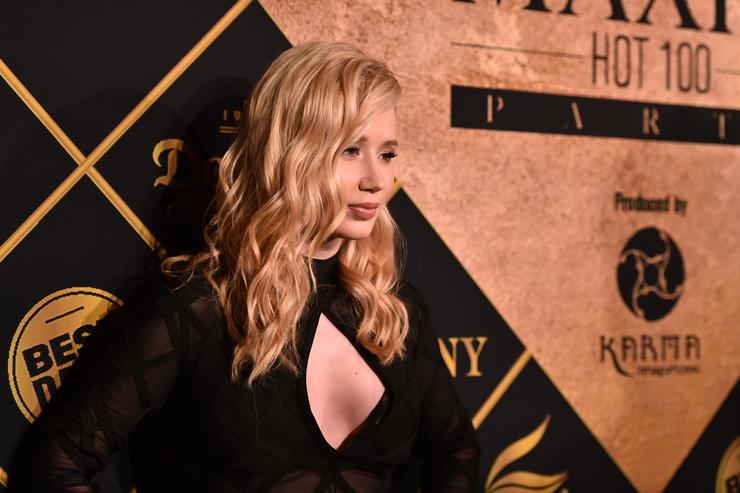 Iggy Azalea reveals she is single hours after confirming relationship