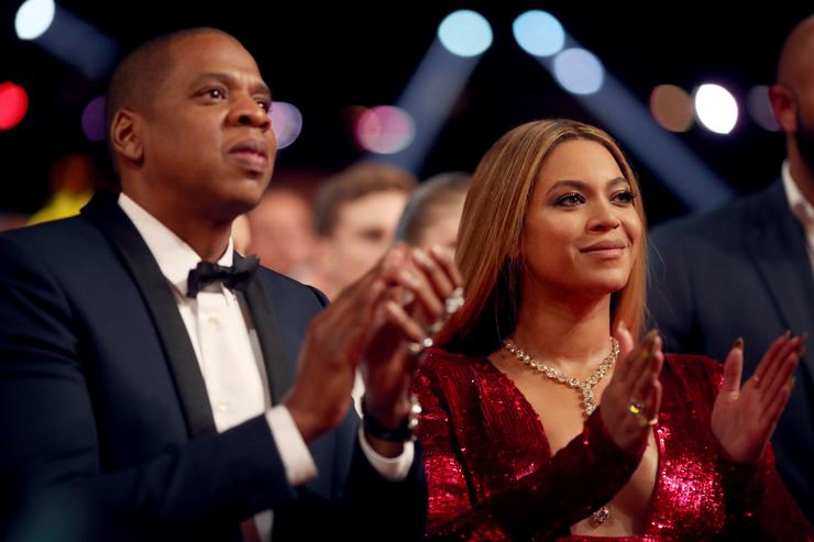 Fan jumps stage at Beyonce concert; makes contact with Jay-Z