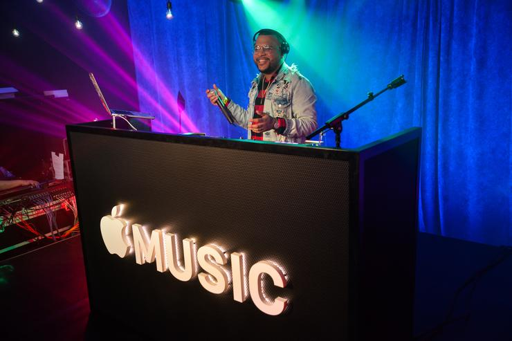 Apple Music adds lyrics from Genius