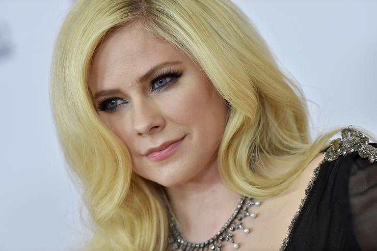 Avril Lavigne Talks 'Dumb' Doppelgänger Conspiracy Theory