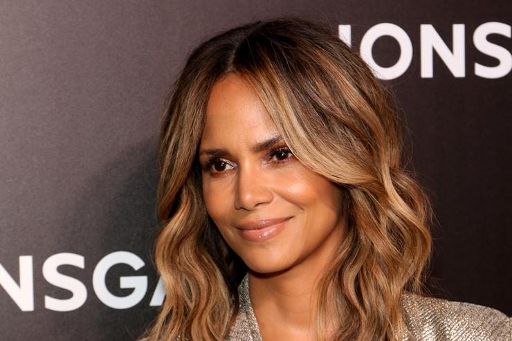 Halle Berry Goes Braless In Sexy New Snap -3549