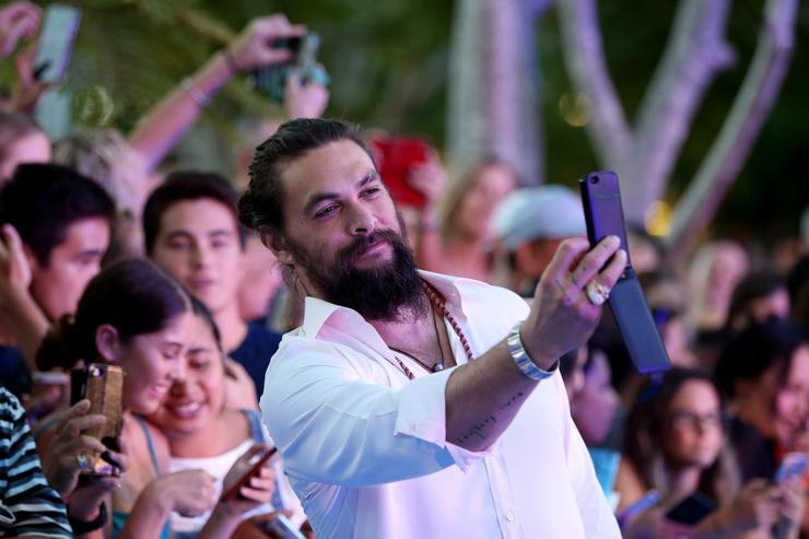 Jason Momoa Just Completely Shaved Off His Beard For A Solid Cause