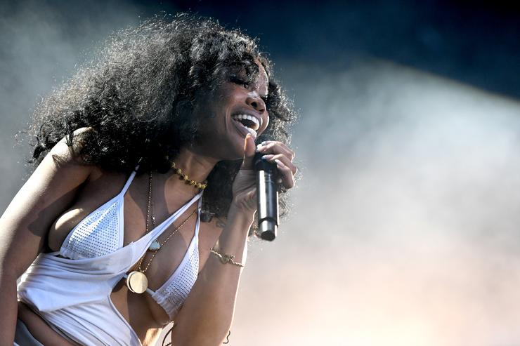 SZA performing live