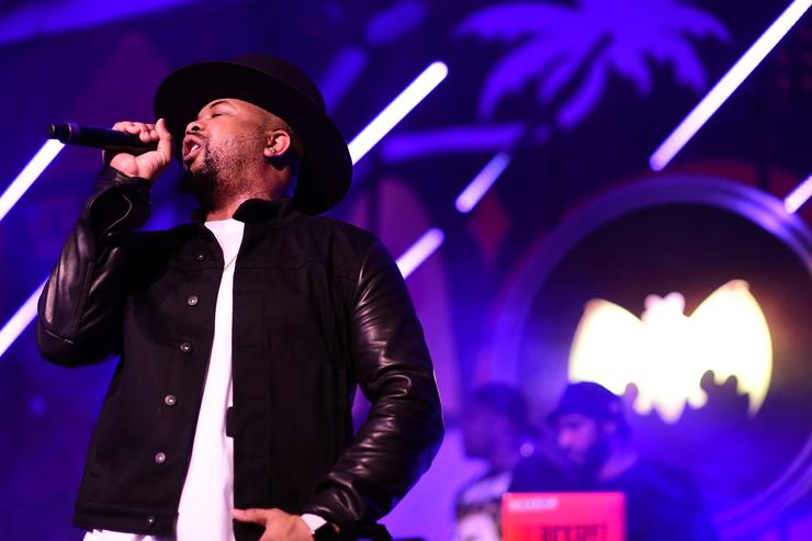 The-Dream performing