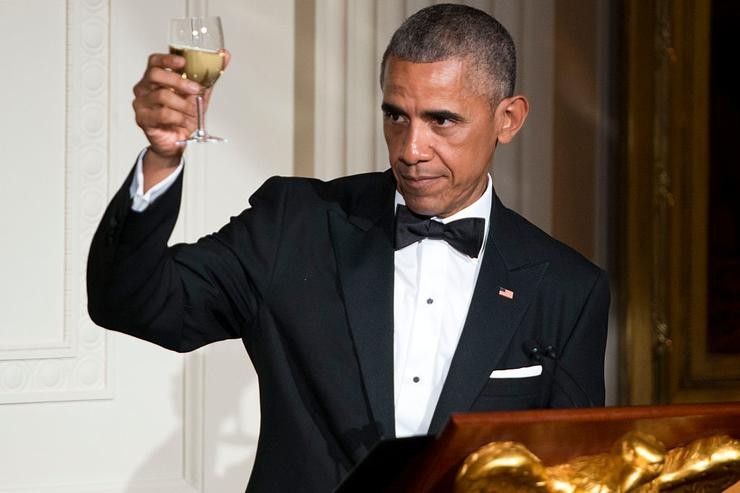 President Obama makes a toast in honor of Prime Minister Lee Hsien Loong in the East Room of the White House on August 2, 2016 in Washington, DC. The Obamas are hosting the prime minister and his wife for an official state dinner.