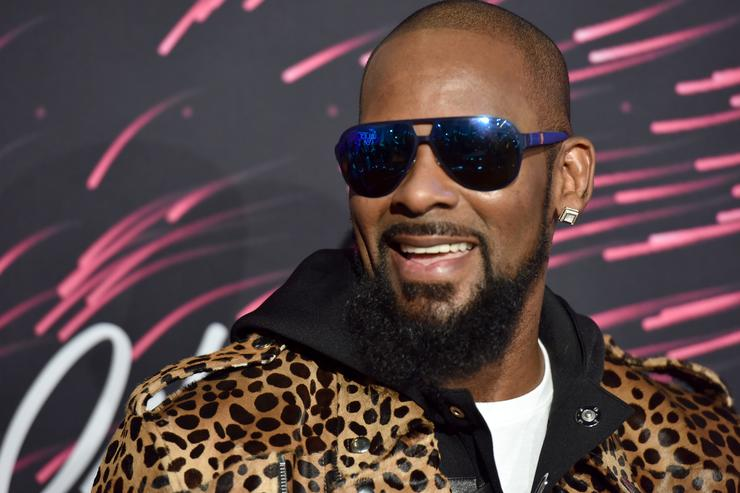 Cops Roll Up to R. Kelly's House With Joycelyn Savage's Family