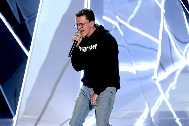 Logic performs at 2017 VMAs