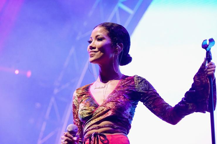 Jhene on stage