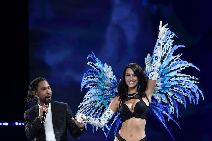 Bella Hadid and Miguel at Victorias Secret Fashion Show 2017