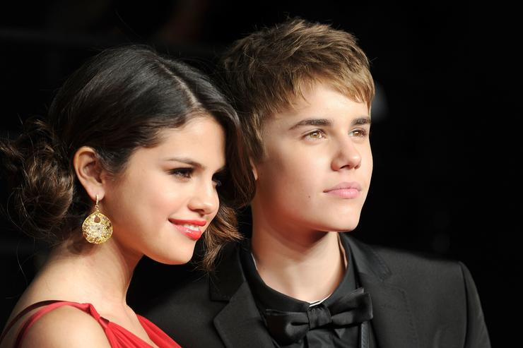 Singer/actress Selena Gomez and singerJustin Bieber arrive at the Vanity Fair Oscar party hosted by Graydon Carter held at Sunset Tower on February 27, 2011 in West Hollywood, California