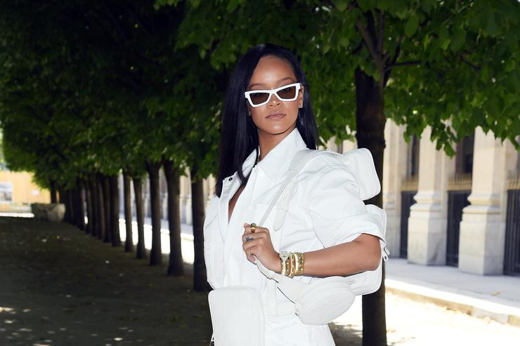 IN PICS: Rihanna apparently in heated argument with boyfriend during Mexico vacation