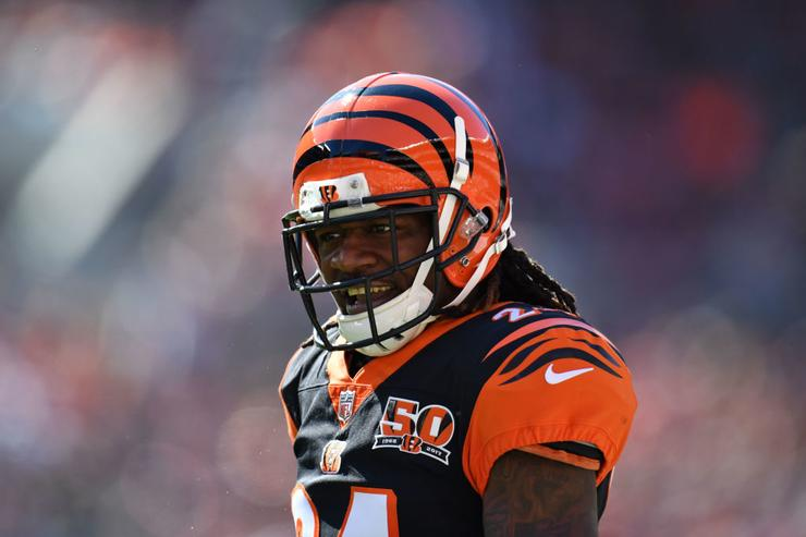 Ex-Bengals CB Pacman Jones attacked by employee at airport