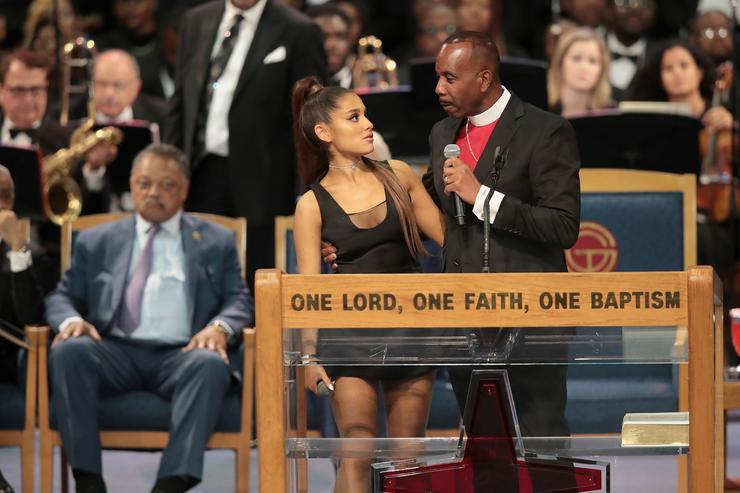 Bishop from Aretha Franklin's funeral apologizes for touching Ariana Grande