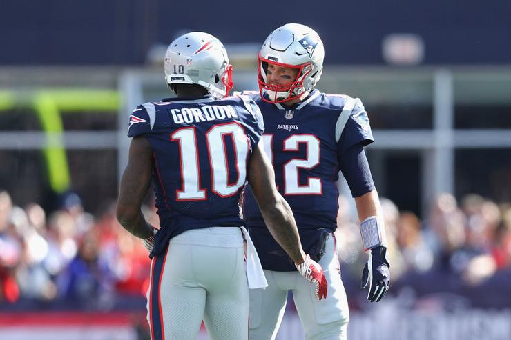 Tom Brady throws 500th touchdown pass, ties record with Favre, Peyton Manning