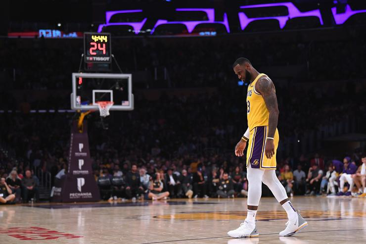 LeBron James Misses Two Critical Free Throws As Lakers Fall To 0-3 On Season 9ed5aa745