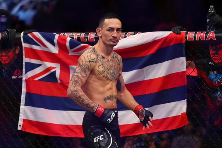 Max Holloway defeats Brian Ortega at UFC 231 in Toronto